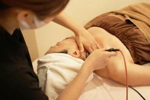 顔にいく血流がよくなり、肩こりや首のコリの改善もすることが出来ます。